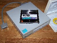 syquest_88mb_cartrige_and_reader.jpg